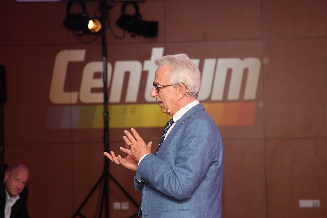 prowadzący, gość specjalny prof. Lew-Starowicz