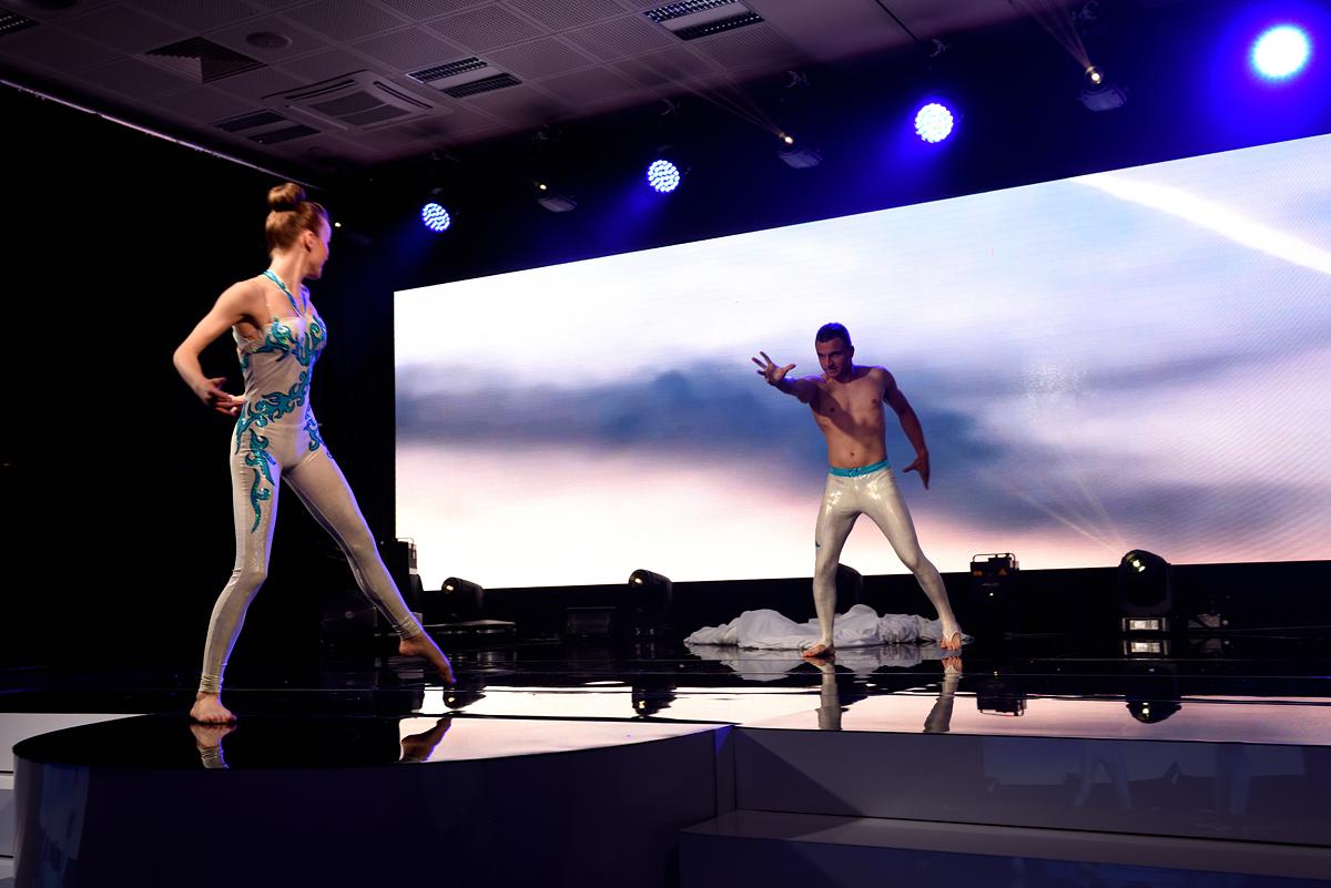 akrobaci Delfina i Bartek